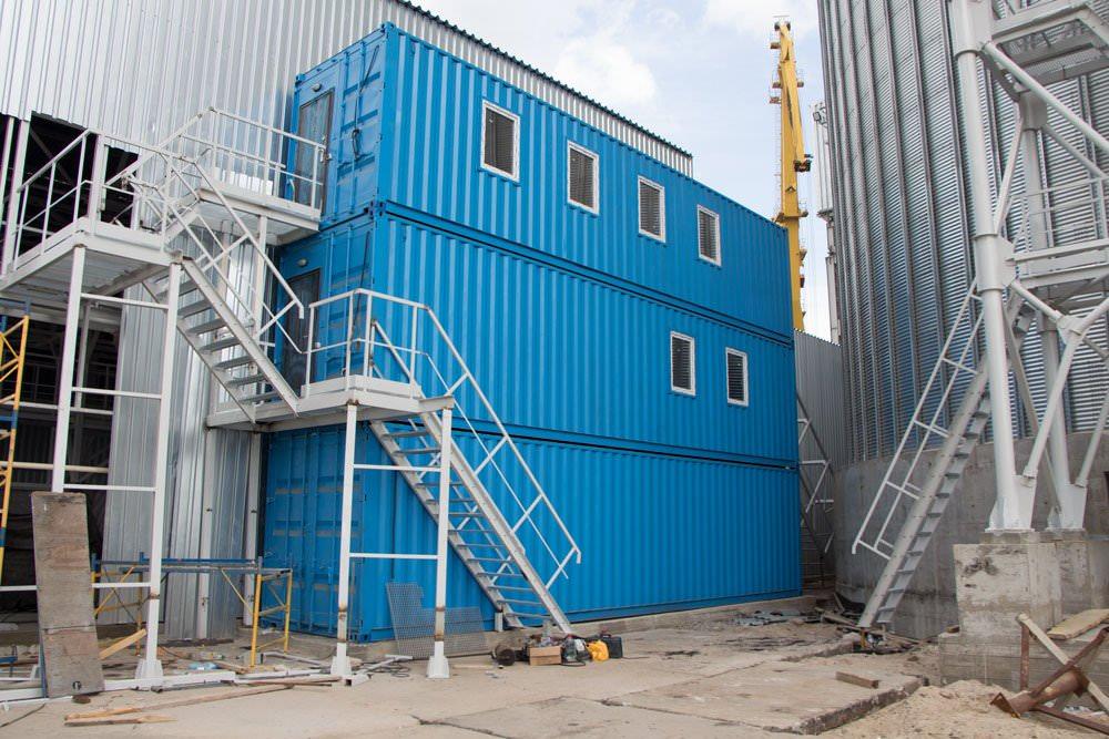 Офис и лаборатория из 3 морских контейнеров